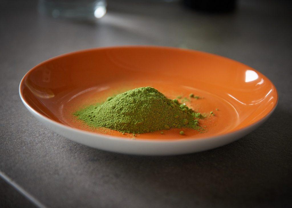 Suplementy diety z liśćmi moringa