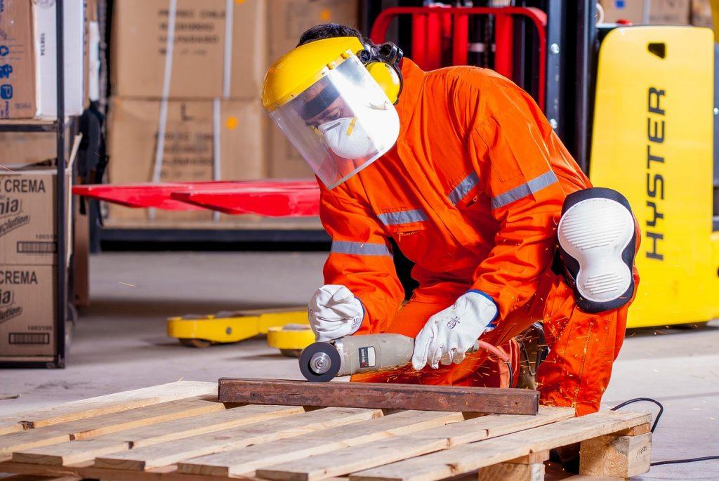 Zapewnij pracownikom odpowiednią odzież roboczą na chłodniejsze miesiące