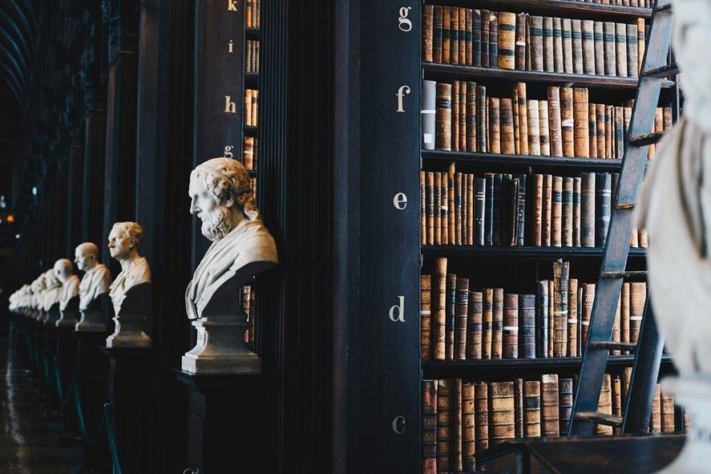 Prawnicy często specjalizują się w różnych aspektach prawa